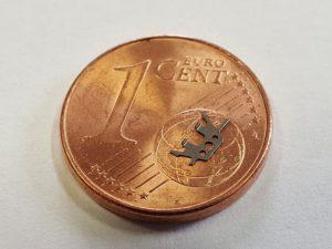 Gebogene Klammer - Vergleich 1 Cent Münze