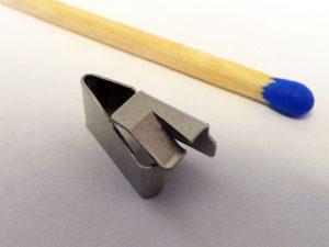 Gebogener Kontakt - Vergleich Streichholz