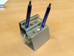 Gebogener Stifthalter
